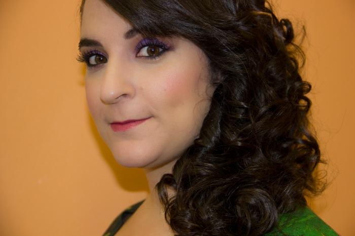 Shaila de perfil retocada